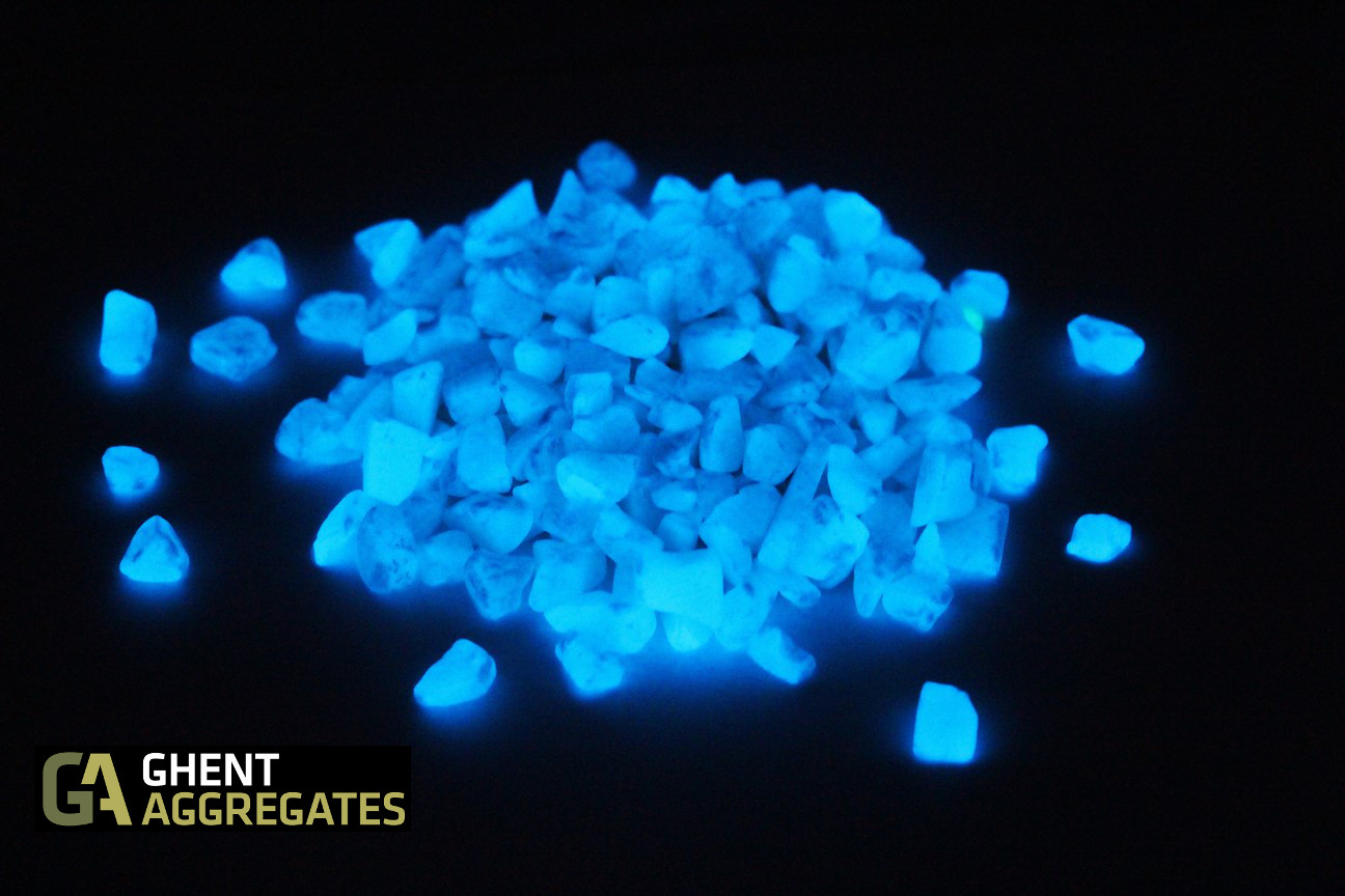 Glow In The Dark Rocks Extreme Rare Glowing Mineral Rocks Youtube Ghent Aggregates Glow Gravel